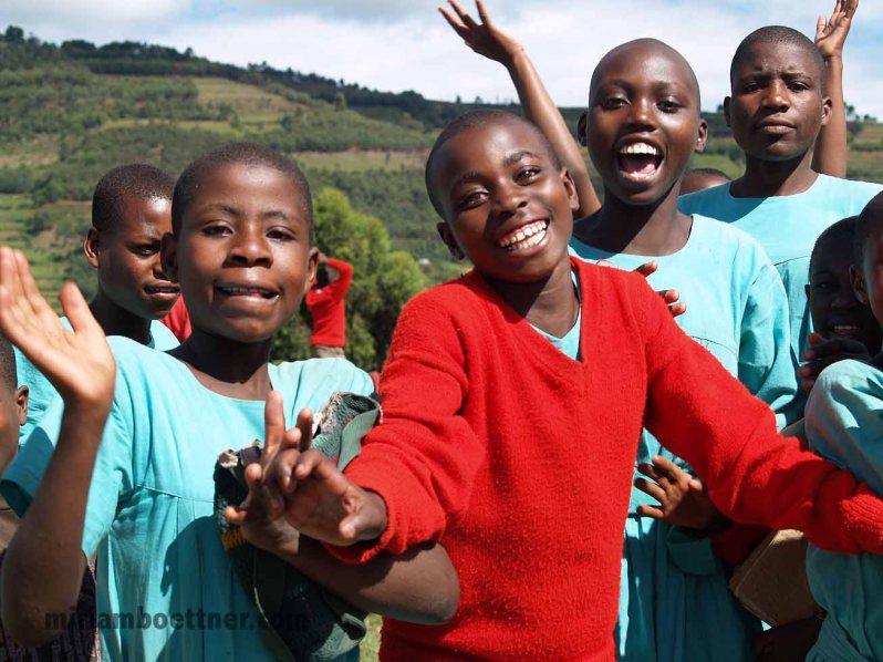 Schülerinnen in Uganda