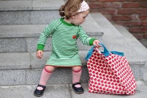Tasche, Kleid, Strümpfe, Tuch von Nordkinder.de